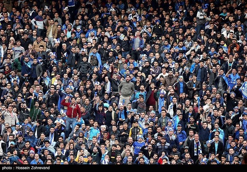 حاشیه دیدار استقلال - سایپا، تشویق دایی توسط طرفداران استقلال و حضور 10 هزار نفر در استادیوم