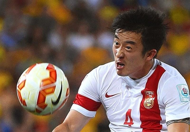 همسر فوتبالیست چینی خواستار اخراج وی از تیم ملی شد