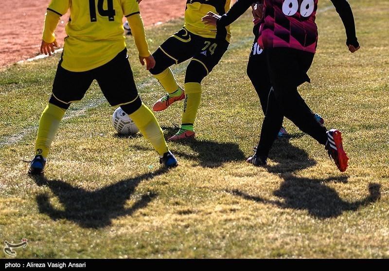 تمرین تیم فوتبال بانوان همیاری آذربایجان غربی در کوه و پارک