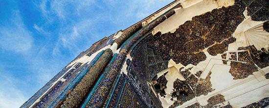 مسجد کبود تبریز؛ هنر معماری در دستان کاشی کاری ها
