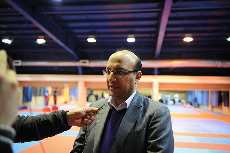 علی نژاد: عبدالحسینی با توان بالا مقابل ویروس کرونا ایستاده است