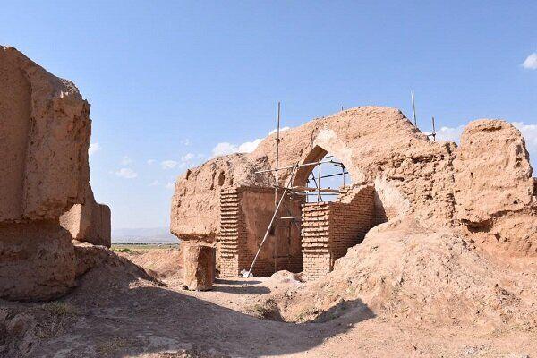 خبرنگاران بازسازی قلعه تاریخی دولت آباد اسفراین شروع شد