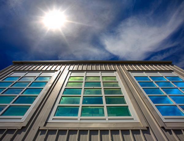ساختمان های خود را با پنجره های خورشیدی زیبا کنید