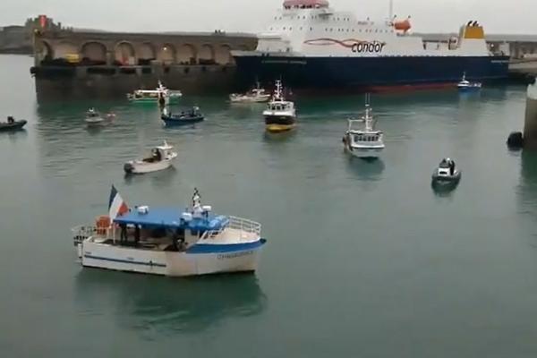 بالا دریافت تنش بین فرانسه و انگلیس ، مکرون قایق نظامی به جرسی فرستاد