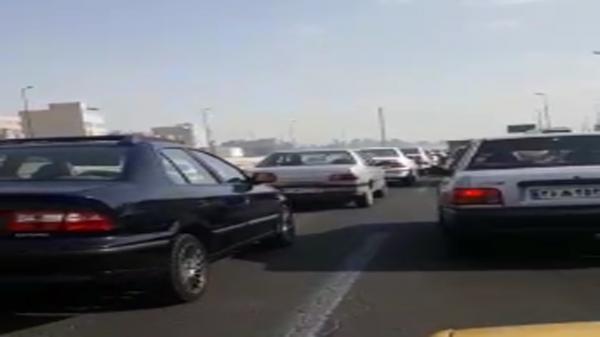 ترافیک سنگین و طاقت فرسا در اتوبان آزادگان صدای شهروندان را درآورد